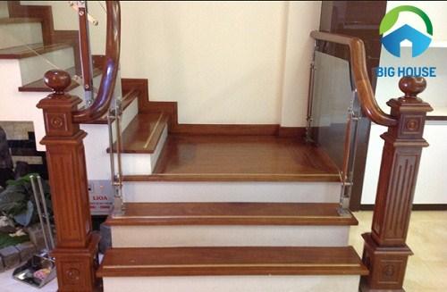 gạch ốp cầu thang bạch mã giả gỗ chất lượng