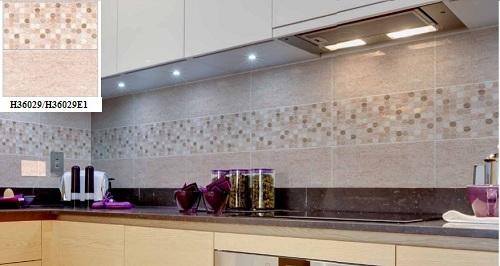 Mẫu gạch ốp bếp Bạch mã kết hợp với gạch điểm trang trí đầy ấn tượng
