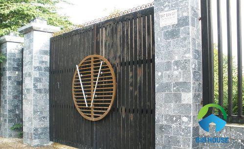 Mẫu gạch ốp cổng nhà giả cổ nhẹ nhàng
