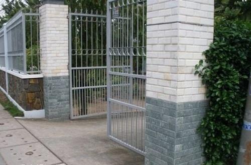 Gạch ốp tường cổng dạng thẻ thanh lịch
