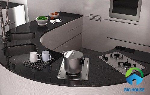 Gạch ốp mặt bếp màu đen ấn tượng