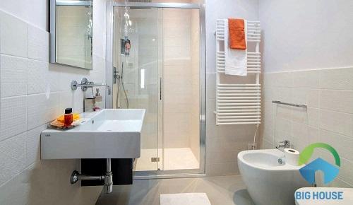 cách chọn gạch ốp nhà vệ sinh kích thước nhỏ 2