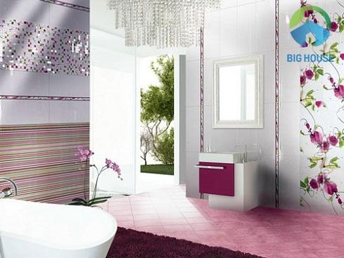 gạch ốp nhà tắm màu trắng kết hợp hoa hồng lạ mắt