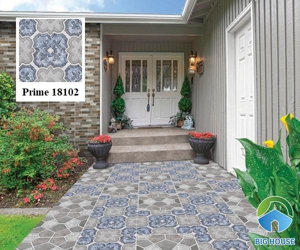 Prime 18102 50x50 với họa tiết bông hoa xanh, xám tươi mát, hài hòa. Thêm vào đó, hiệu ứng hạt đường giúp gạch trở nên lấp lánh, bắt mắt. Đặc biệt, gạch có bề mặt nhám giúp chống trơn tốt.