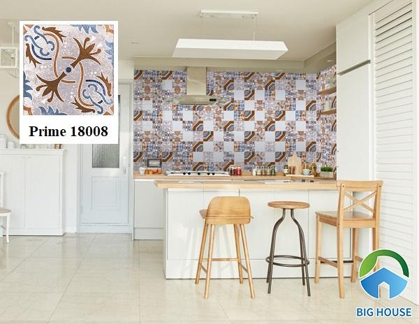 Tường bếp là khu vực thường xuyên ứng dụng mẫu gạch bông hoa văn cổ điển. Gạch Prime 18008 là một trong những gợi ý tuyệt vời.