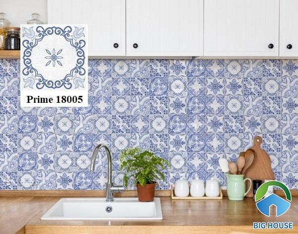 Gạch bông Prime 18005 trang trí tường bếp chắc chắn là sự lựa chọn tuyệt vời. Mẫu gạch này còn được sử dụng trang trí nhiều không gian khác như phòng tắm, quán cafe, quán ăn...