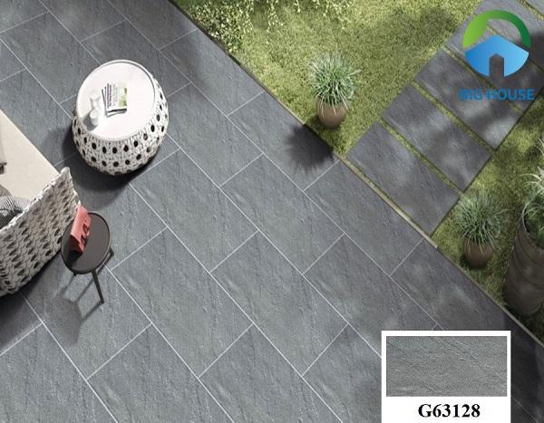 Gạch giả đá Taicera G63128 cũng là một gợi ý hay để lát nền sân vườn. Sở hữu gam màu xám ghi giúp che vết bẩn hiệu quả. Đồng thời, hạn chế sự trơn trượt tốt nhờ men matt của gạch