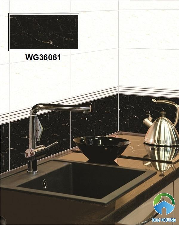 Phòng bếp như toát lên vẻ đẹp hiện đại rất cuốn hút với mẫu gạch Bạch Mã WG36061 30x60 ốp tường giả đá marble đen