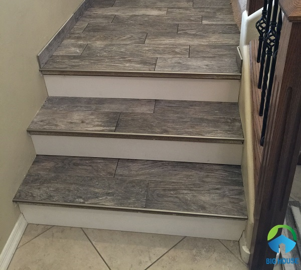 mẫu gạch lát cầu thang giả vân gỗ đẹp mắt