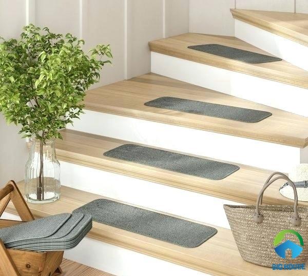 gạch lát cầu thang giả vân gỗ đẹp mắt