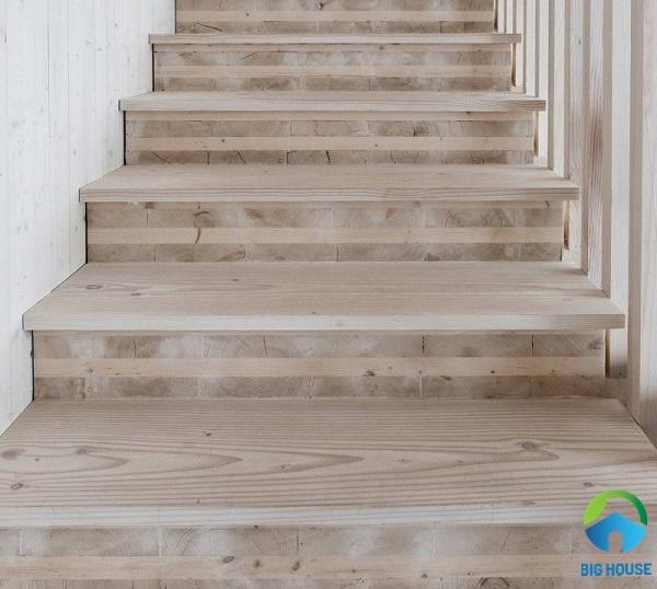 gạch lát cầu thang giả vân gỗ