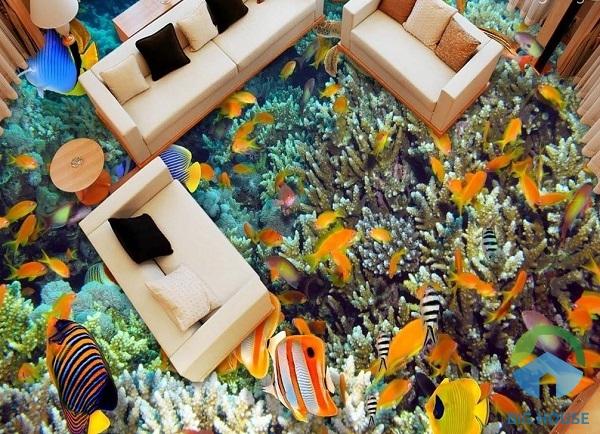 Phòng khách lộng lẫy sắc màu với hình ảnh đại dương bao la có cá bơi lội, rong biển, san hô rất thu hút