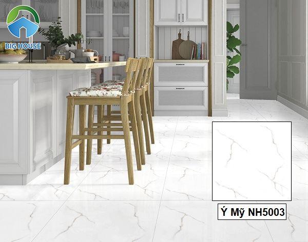 Lát nền bằng mẫu gạch vân đá Ý Mỹ trắng toát lên vẻ đẹp hiện đại và sang trọng cho không gian.