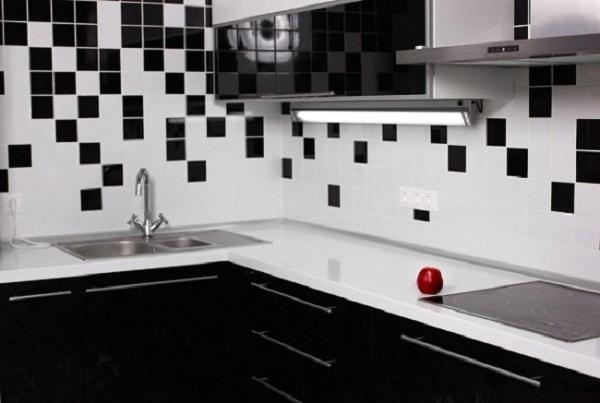 gạch ốp bếp trắng đen