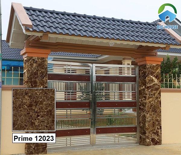 Tham khảo mẫu gạch Prime 12023 vân đá nâu kích thước 60x60 ốp trụ cổng nhà đẹp. Bề mặt nhẵn bóng rất thích hợp ốp tường ngoại thất.