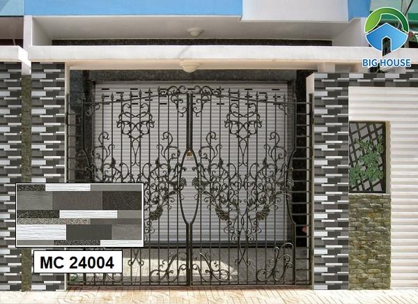 Hãy lựa chọn những mẫu gạch ốp cổng chứa nhiều gam màu tối như gạch MC 24004. Bởi gạch màu này rất giúp chống bẩn tốt phù hợp với khu vực ngoài trời.