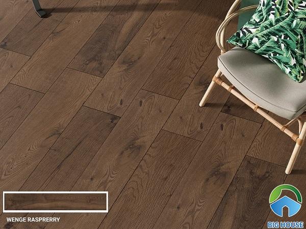Mẫu gạch thanh gỗ của Ấn Độ với thiết kế vô cùng tự nhiên và sang trọng. Tone nâu trầm mang đến cảm giác ấm cúng cho không gian sử dụng