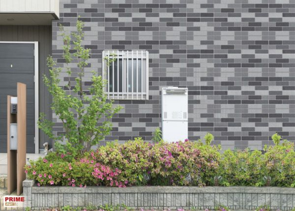 Không chỉ khu vực nội thất, mà khu vực ngoại thất cũng được trang trí bằng mẫu gạch thẻ ốp tường đẹp