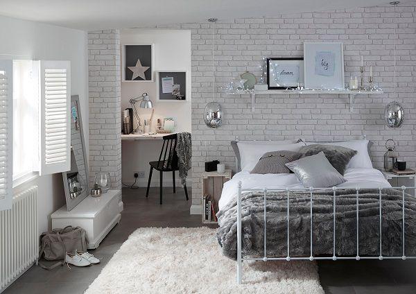 gạch thẻ trắng ốp tường phòng ngủ sang trọng