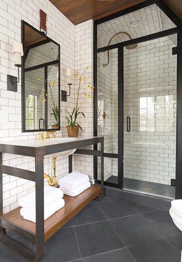 gạch thẻ trắng ốp toàn bộ nhà vệ sinh mang đến sự sang trọng