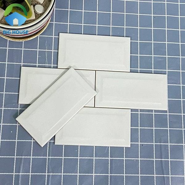 Tham khảo mẫu gạch thẻ STA75150-B trắng bóng vát có kích thước 75x150mm, được làm từ chất liệu ceramic