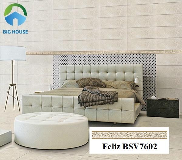 Gạch Feliz-BSV7602 với hoa văn cổ điển, gam màu nâu trầm ấm. Sử dụng mẫu gạch này ốp viền tường tạo điểm nhấn ấn tượng cho không gian phòng khách