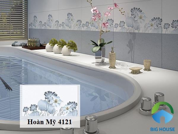 Không gian phòng tắm xanh tươi, mát mẻ với gạch viền Hoàn Mỹ 4121 30x60