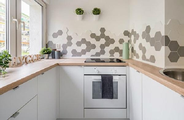 kết hợp gạch ốp bếp màu trắng